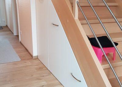 Agencement pour chaussures sous escaliers