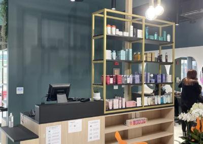 Accueil comptoir du Salon de coiffure Stalter (plateau en mdf laqué noir perfect sens)